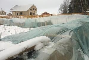 Как защитить недостроенный дом зимой